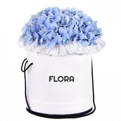 Шляпная коробка с голубыми гортензиями