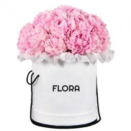 Шляпная коробка с розовыми пионами