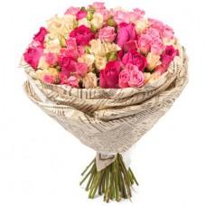 25 кустовых роз в крафт бумаге