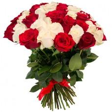 65 белых и красных роз