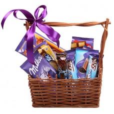 Шоколадки Milka в корзинке